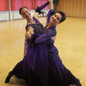 Juliane & Sonja tanzen ihr erstes Online-Turnier